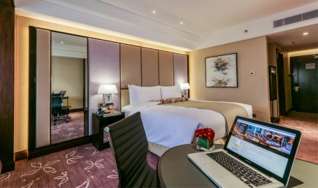 Diamond Hotel - Premier King - Hotels In Ermita Manila