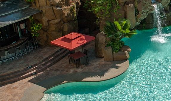 Diamond Hotel - Poolside Bar - Resort In Manila Area