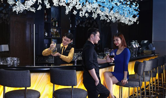 Diamond Hotel - Bar 27 - Best Hotel Manila
