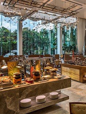 Diamond Hotel - Corniche - 5 Star Hotels In Manila